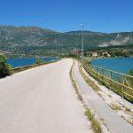 bosnien-mitten-im-see